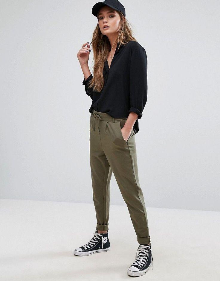 ¡Cómpralo ya!. Joggers suaves de Only. Pantalones de Only, Tejido suave al tacto, Cintura de talle alto, Cintura con cordón ajustable, Bolsillos funcionales, Perneras estrechas holgadas, Corte holgado, Lavar a máquina, 63% viscosa, 32% nailon, 5% elastano, Modelo: Talla UK S/EU S/USA XS; Altura de 170 cm/5'7. Only, conocida marca danesa de calle comercial, presenta una colección femenina y casual de ropa vaquera clásica, camisetas con estampados llamativos y camisetas de tirantes con un...