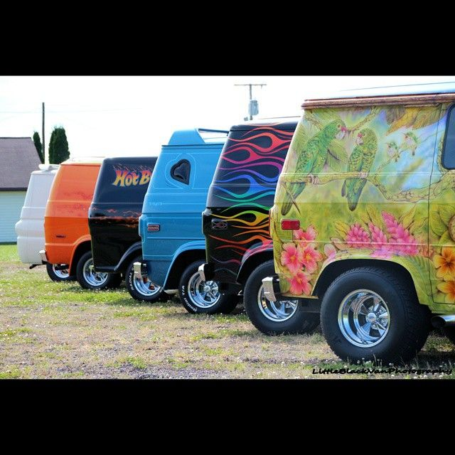 Beautifully aligned van bootys. THIS IS FRICKEN SWEET!!!!  I LOVE 'EM!!!!