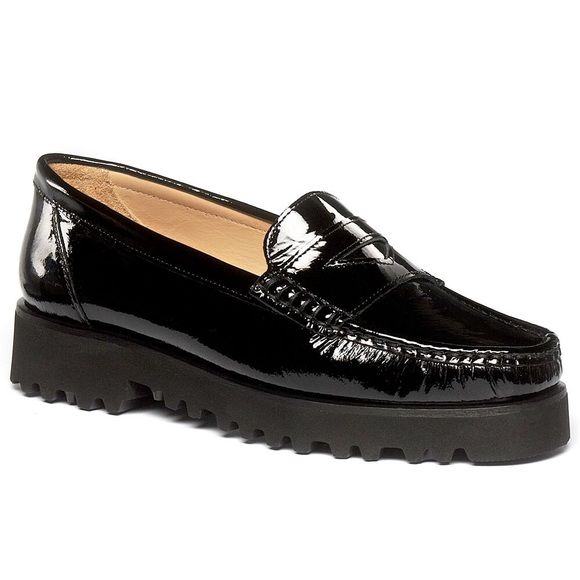 Ron White women's shoe New worn, new in box. These super comfy penny loafer style shoes are like walking on marshmallows!! They are a size 39.5. Ron White Shoes Flats & Loafers