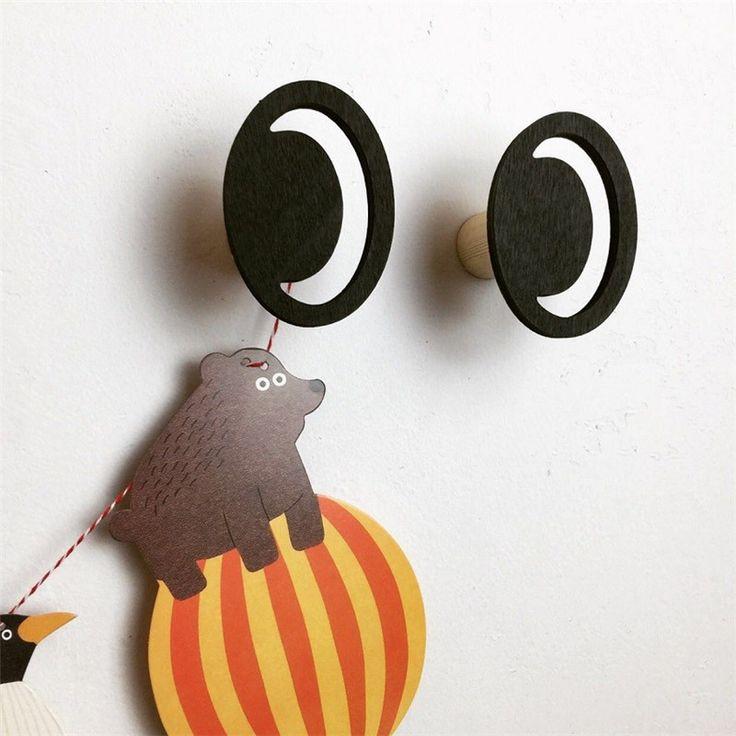 Goedkope 2 stks/partij 2017 Aangekomen INS Fashion Eye Houten Kleding Haak Voor Kids Baby Kinderen Slaapkamer Decoratie Hout Muur Versieren Rails, koop Kwaliteit   rechtstreeks van Leveranciers van China:   nieuwe aangekomen       misschien zal liefde hen, klik de foto te vinden meer informatiom