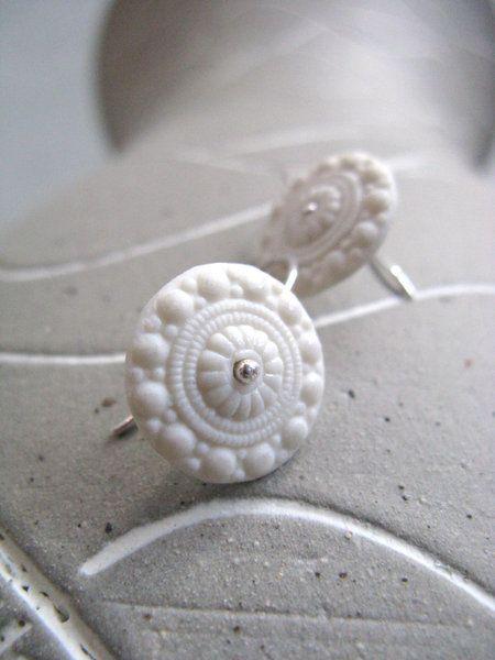 Porseleinen oorbellen - Zeeuws knoopje - Velvet mat - Puur wit - Noot & Zo - Online shop