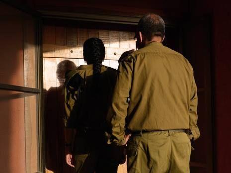 """Это самые страшные люди в ЦАХАЛе: офицеры извещений о гибели, """"модиа-нифгаим"""". Их должность даже не произносят вслух, чтобы не навлечь беду. Говорят: """"стук в дверь"""" -…"""