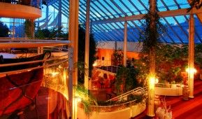 Resort die Wutzschleife in Rötz inmitten von Böhmerwald und Bayerischer Wald. Ausgezeichnetes Restaurant, wunderschöne Natur vor der Tür und die außergewöhnliche Architektur laden im Resort Die Wutzschleife zum Entspannen und Genießen ein. Weitere Infos unter: http://www.fitreisen.de/guenstig/deutschland/bayerischer-wald/roetz/resort-die-wutzschleife/ #roetz #wutzschleife #ayurveda #wellness