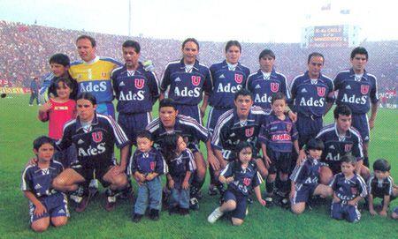 2000年智利大学  后排:Sergio Vargas, Ronald Fuentes, Rafael Olarra, Alex Von Schwedler, Ricardo Rojas, Luis Musrri y Mauricio Aros;   前排: Diego Rivarola, Pablo Galdames, Rodrigo Tello y Pedro Gonzalez.