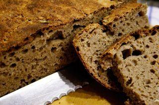 Trudel's Sauerteigbrot ist saftig und hat eine schöne Kruste und schmeckt wie Brot schmecken  muss. *****