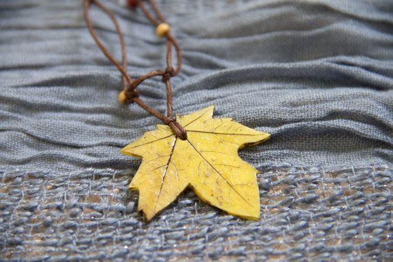 Gelbes Blatt Halskette  Herbst Maple Leaf von SomeBijoux4You