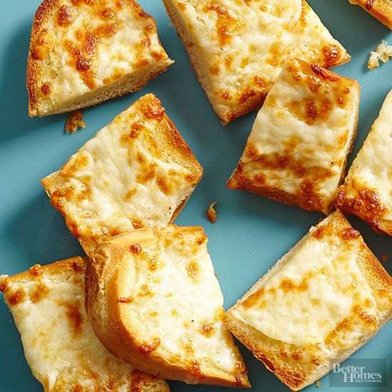 Garlic bread isn't hard to make at home -- in fact, you'll probably like this version even better than the stuff you get at your favorite Italian restaurant! Here, we share our best tips for how to make garlic bread. /