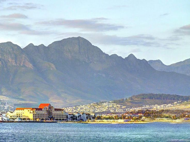Today, it is South Africa's second most populous city. Clad in a warm exotic weather, Cape Town remains warm for most of the year. There is a lot to see and sight-seeing will take up most of your time. Due to its unique location, it is possible to visit several different beaches on the same day.