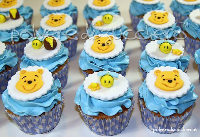 cupcakes di Winnie the pooh per un battesimo di un bimbo, cupcakes with Winnie The Pooh for a baptism or a baby shower