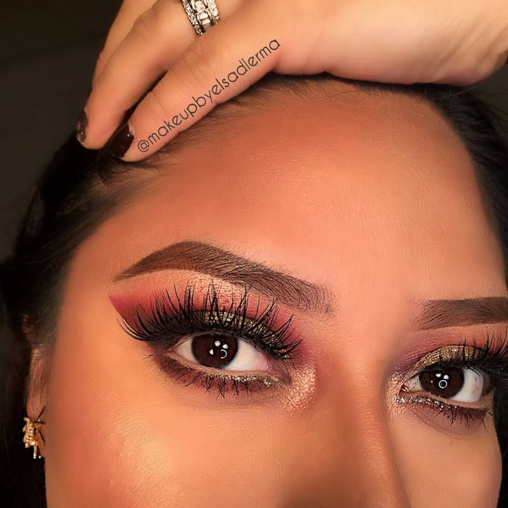 Elsa ups the wow factor using her gifted TWEEZERMAN All That Glitters Slant Tweezer that she recieved for being a Preen.Me VIP. Click through to bag this glitzy special edition. #BackToBrows
