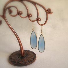 Boucles d'oreilles bleu pastel calcédoine bleue  pierre naturelle idéales cadeau ou cérémonies