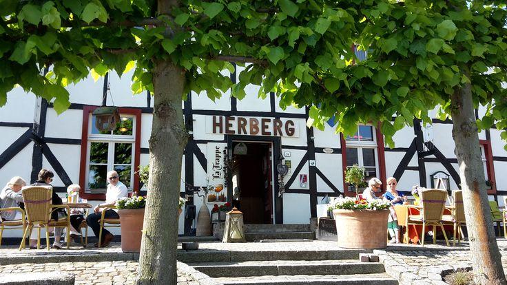 De Vijlenerberg Kroegjesroutes vormen prachtige wandelroutes door het prachtige Zuid-Limburgse heuvellandschap in combinatie met heerlijk eten en drinken.