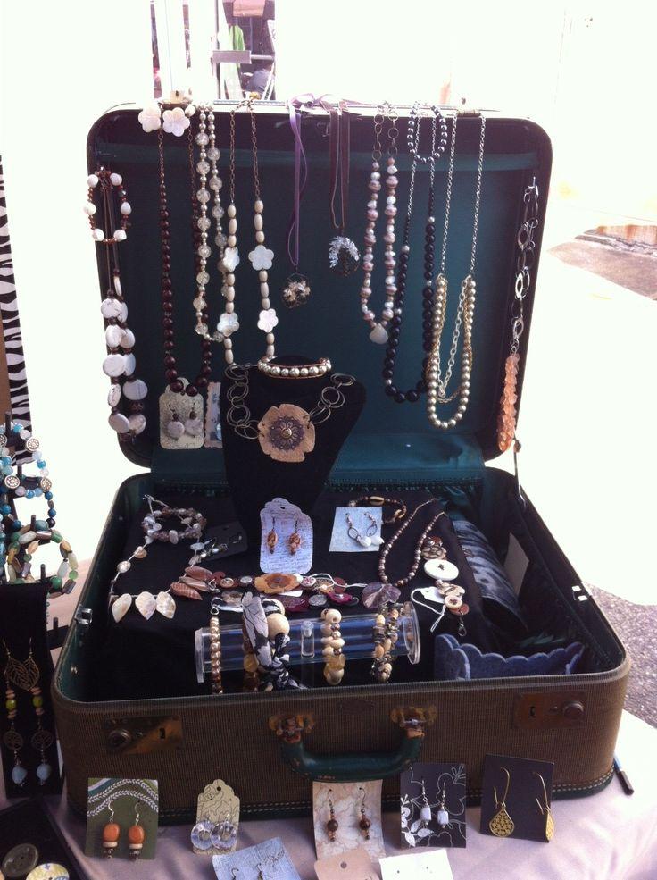 My vintage suitcase display Idée pour coffrets bois...