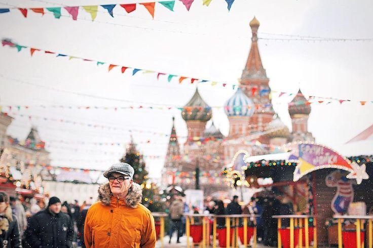 Я люблю случайных людей в кадре 👴🏼 Но , судя по тому , что выставляют люди , находясь в центре 🤦♀️ Я советую гулять подальше от Красной, а то и подальше от Москвы 😹 #moscowbywhite #russia #moscow #москва