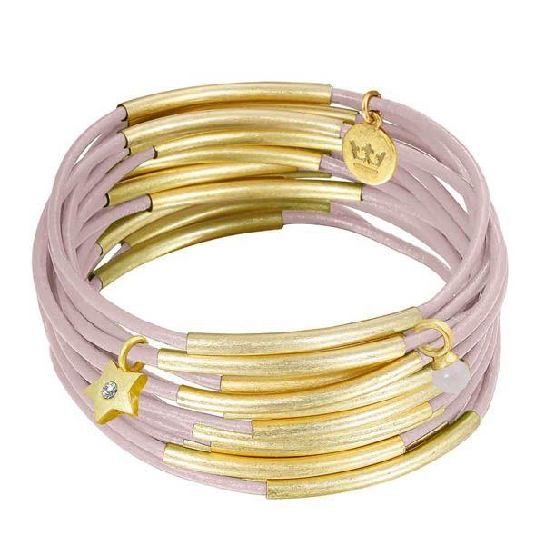 #Armband Urban Gipsy. Ein lockeres und dennoch stilvolles Accessoire. 15 Lederarmbänder mal einzeln getragen oder alle auf einmal. Mit diesen Bändern fällst Du auf alle Fälle auf. http://lea-rosa.com/collections/endlich-freitag-stilvoll-ins-wochenende