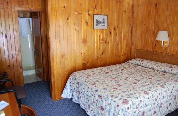 Apgar Village Lodge & Cabins in Glacier | Glacier Park Inc.