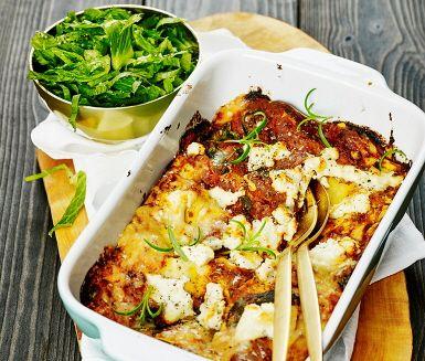 Ljuvliga lasagneplattor och en smakrik svampfyllning är en fantastisk god kombination. Svampfyllningen gör du bland annat på tomat, bladspenat, fräst vitlök och rosmarin. Varvat med krämig ricotta och toppad med grana padano är denna lasagne en måltid dina smaklökar kommer att minnas.
