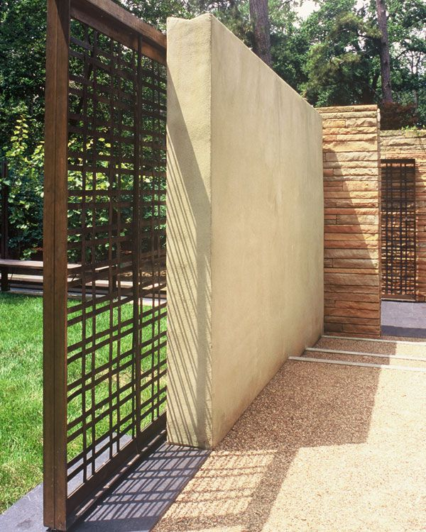 A sliding bronze gate opens to the bocce lawn at the upper terrace (photo: Scott Smith).