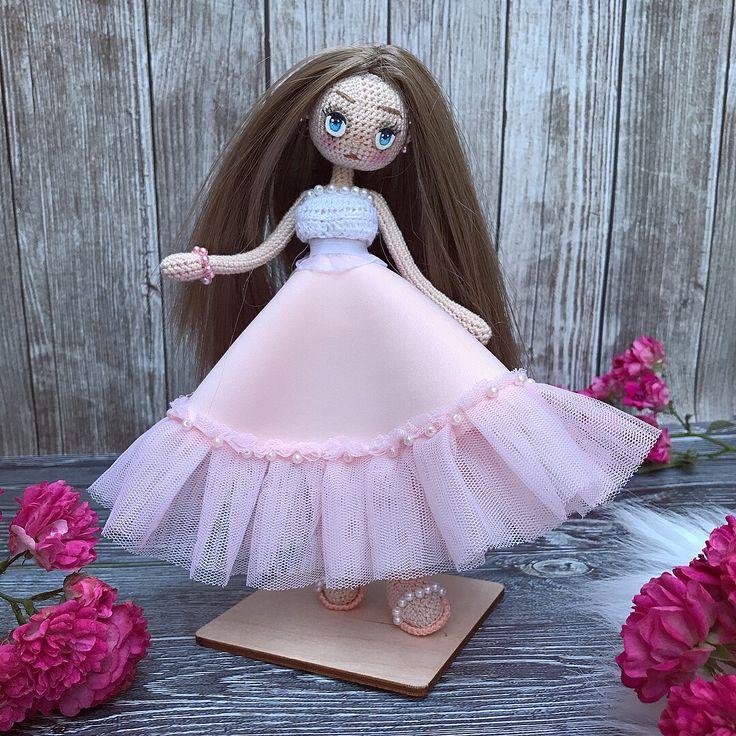 """206 Beğenme, 10 Yorum - Instagram'da вязаная одежда и куколки (@ami_lily): """"Куколка ищет дом // For sale 🌸 У девочки очень гладкие волосы, мне прямо вот нравится к ним…"""""""