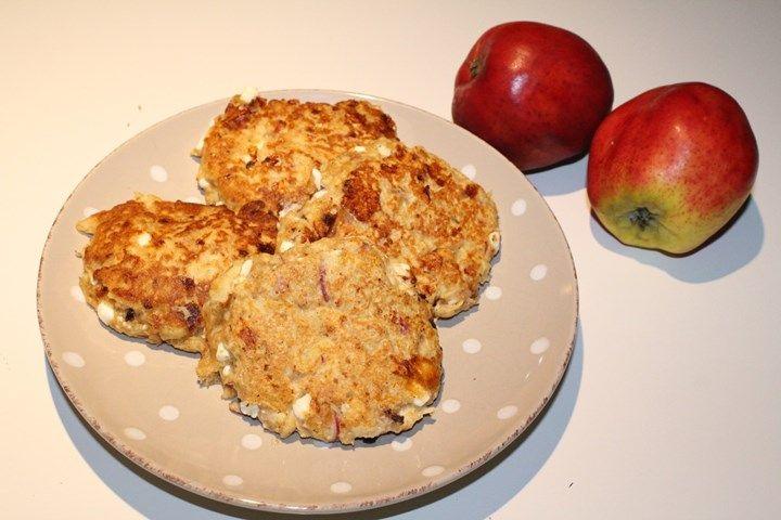 I kveld ble det en ny vri på mine faste pannekaker. Siden vi hadde utallig mange epler her hjemme ble det eplepannekaker til kveldsmat. Disse har jeg aldri lag