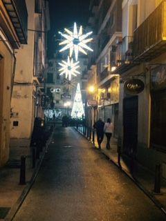 La calle Derechos de Valencia, con árbol al fondo. #Navidad2015 #Valencia #árbolnavidad