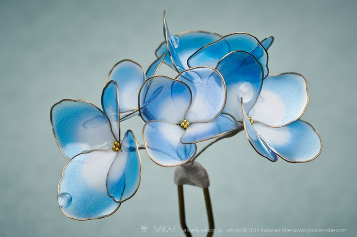 Photo by Ryoukan Abe (www.ryoukan-abe.com) 2014 紫陽花 簪【 水の器・天色 】 Japanese hair accessory - Hydrangea Kanzashi - by Sakae, Japan