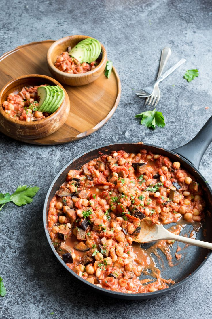 A 10 minute creamy vegan bean casserole, perfect to have on hand when you want a quick, easy dinner! Give this flavour packed dish a try one night this week for a great hearty, healthy and completely vegan meal!