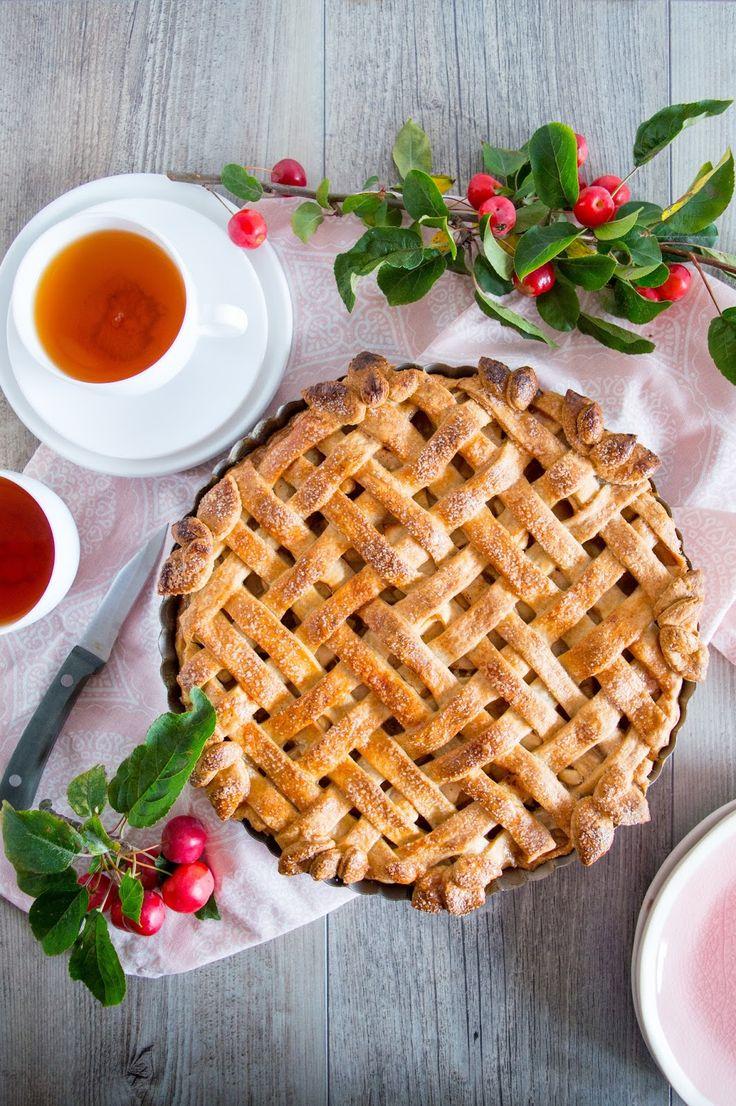 SUGARTOWN: Jablečno-hruškový koláč se slaným medem a bourbonem/Apple and pear lattice pie with salted honey and bourbon