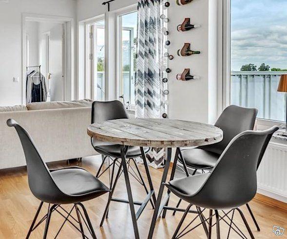 Runt bord i betsat trä | Stockholm