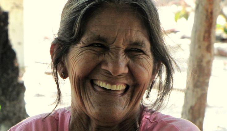 Sorrisi di donne d'Amazzonia, dove l'ecoturismo è una favola