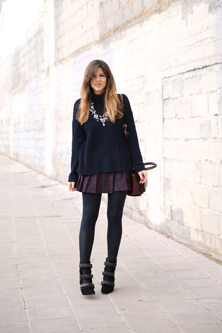 The Chic Curve Seattle Fashion: Look Casual Chic Con Falda De Cuadros, Jersey De Punto