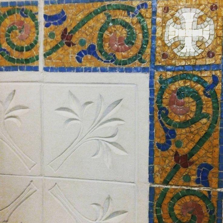 #castelulcantacuzino #fireplace #whitestone #detail #neoromanesc #neobrancovenesc #ig_busteni #ig_romania #arhitectura #floral