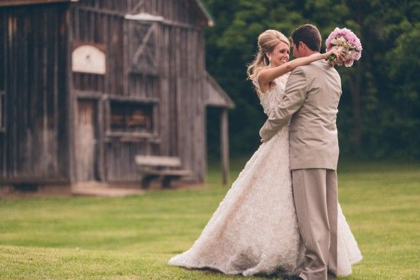 Is this the Sugar Shack at County Line Park in Hobart, IN?           Elegant Country Barn Wedding, pictures in front of a rustic barn