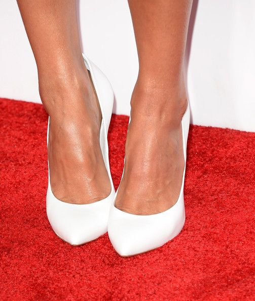 Jessica Alba Photos Photos - Actress Jessica Alba (shoe detail) attends The 40th Annual People's Choice Awards at Nokia Theatre L.A. Live on January 8, 2014 in Los Angeles, California. - Arrivals at the People's Choice Awards — Part 3