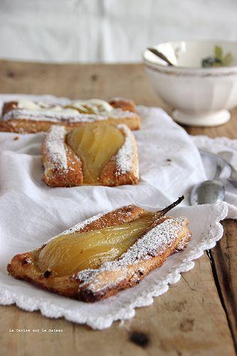 Tarte fine feuilletée aux poires  à la crème frangipane