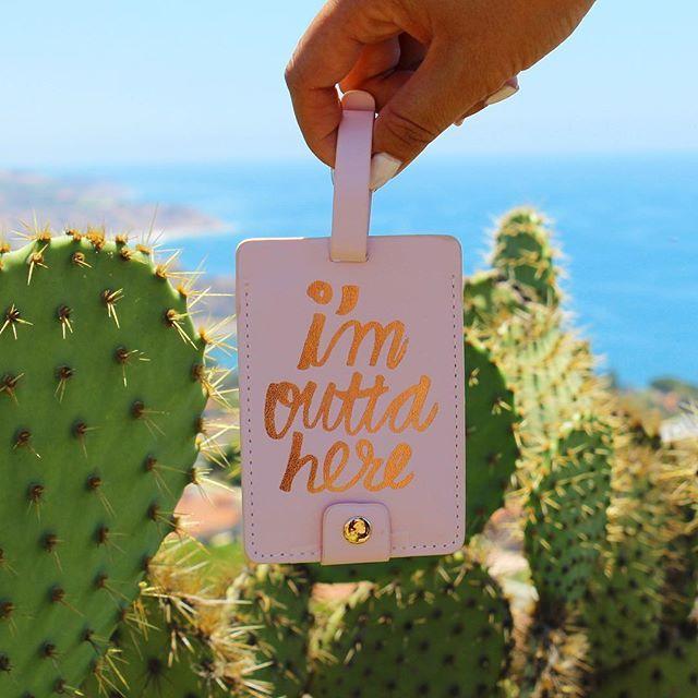 """#SunKissedBox アイテム紹介✨ #SunKissedBoxJuly2016 ban.do """"I'm outta here luggage tag"""" 今月のBoxはSun-Kissed Boxオススメの トラベルアイテムをセレクト👌🏻💕 今LA Girlsに話題のブランドban.do💗💗 飛行機を降りた後、バゲージクレームで 荷物を待っている時のワクワクって ほんとにたまらない😆💓💓 このタグが付いている荷物を 受け取って新しい冒険へLet's go✈✨ . #カリフォルニア#ロサンゼルス#カリフォルニアライフ#カリフォルニアスタイル #🌞💋🎁 #お楽しみBox #ごほうび #happy便 #サプライズ #サプライズBox #サプライズボックス #subscriptionbox#ビーチ#ビーチガール#カリフォルニアガール#ビーチスタイル"""