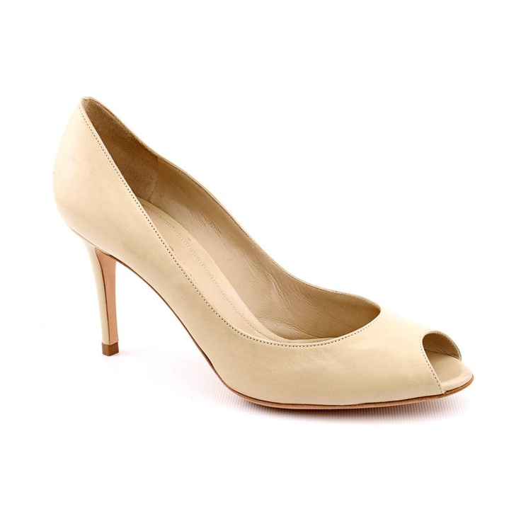 Gianvito Rossi Mexico Sabbia --- $298.99 RUB 9 639.35 руб. --- Upper Material: Leather  Outsole Material: Leather  Heel Height: 3.5 Inches --- The Gionveto Rossi Mexico Sabbia shoes feature a leather upper with a peep toe. The leather outsole lends lasting traction and wear.