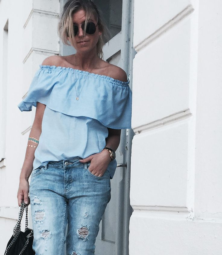 // Blue blouse : Off-shoulder mixed with ripped jeans = ALL BLUE