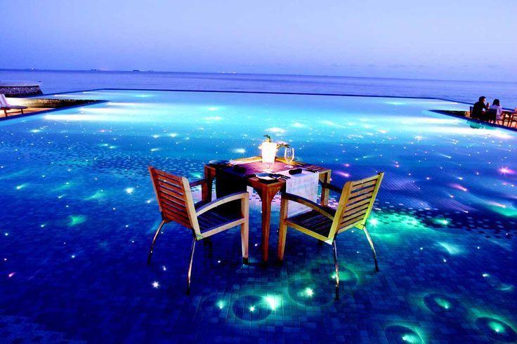 """世界屈指の人気リゾート地モルディブ。大切な人とロマンチックな時間を過ごしたい貴女には、""""夢のような島""""の意味を持つフヴァフェンフシがおすすめです。"""