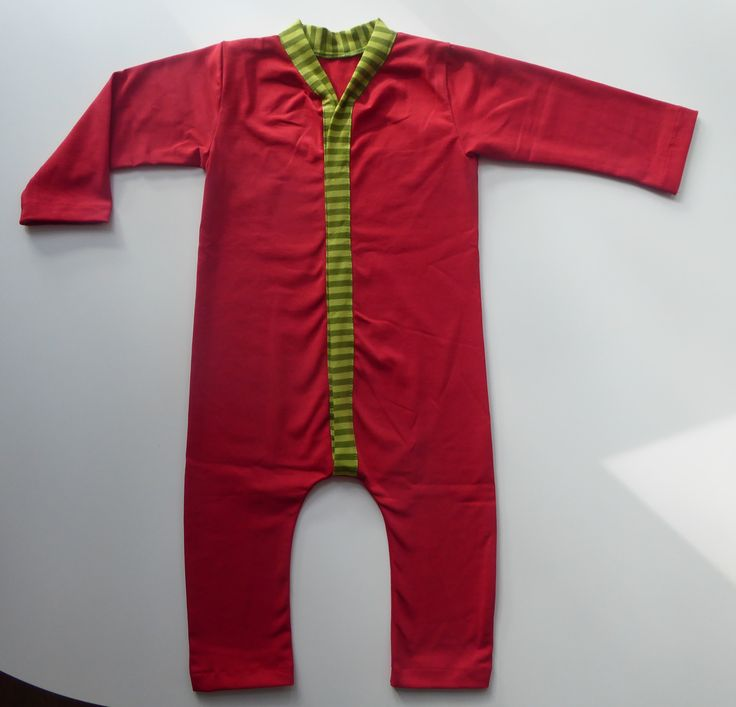 Baby will sleep safe, sound, and sustainably in this #fairtrade #onesie #pyjama from Pitupi.