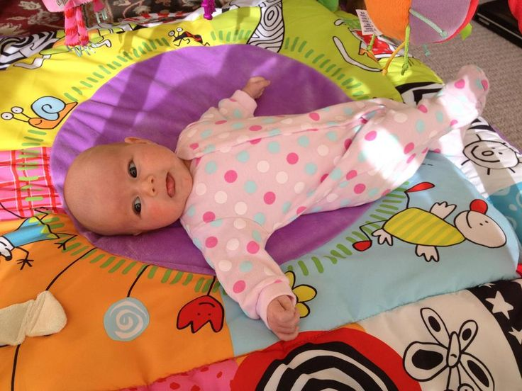 #newmum Renee at 6 weeks is addicted to the playmat until she passes out ...