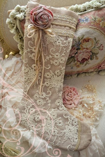 I love the beautiful Christmas stocking~ Jennelise: Stockings, Gillyflowers, and Glitter
