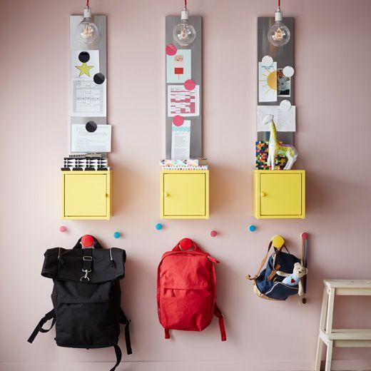 Aidez les enfants à se préparer pour l'école avec un endroit dédié aux cartables et sacs à dos.