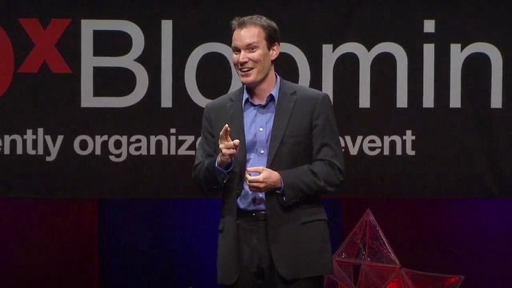 Shawn Achor: The happy secret to better work! We believe that we should work to be happy, but could that be backwards? In this fast-moving and entertaining talk from TEDxBloomington, psychologist Shawn Achor argues that actually happiness inspires productivity.