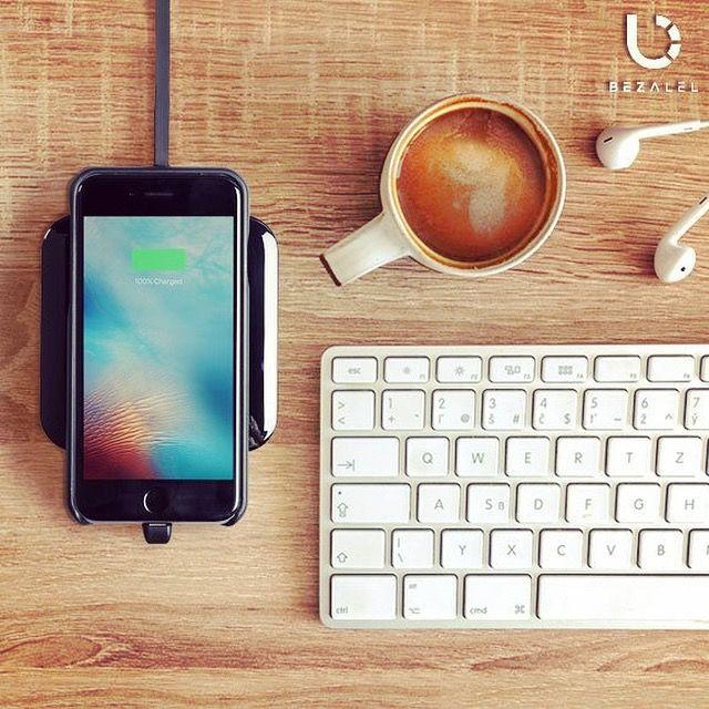 |新商品入荷!| iPhone8 / 8Plusにも対応したワイヤレス充電パッドが入荷✨ 充電ケーブルの接続が不要! わずか7mmの超薄型! パッドの上に端末を載せるだけで充電される! とっても便利なアイテム♪ Qi充電対応のスマホにお使いいただけます(*´ω`*) 充電中にはLEDライトが点滅してくれるので、分かりやすい! カラーはブラックとホワイトがございます(*゚▽゚*) https://search.rakuten.co.jp/search/mall/Wireless+Charging+Pad+/?sid=257334  #qi #ワイヤレス充電器 #ワイヤレス充電 #ワイヤレス #充電器 #充電 #便利グッズ #お洒落 #写真 #picture #photo #秋 #カフェ #コーヒー #イヤホン #Apple #iphone8 #iphone7 #iPhone #galaxys8 #torque #対応 #japan