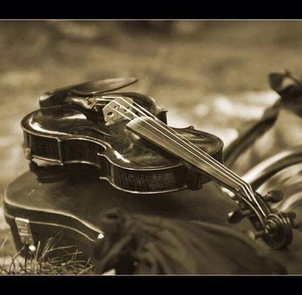 Ἐὰν ταῖς γλώσσαις τῶν ἀνθρώπων λαλῶ καὶ τῶν ἀγγέλων ἀγάπην δὲ μὴ ἔχω, γέγονα χαλκὸς ἠχῶν ἢ κύμβαλον ἀλαλάζον-   νυνὶ δὲ μένει πίστις, ἐλπίς, ἀγάπη, τὰ τρία ταῦτα· μείζων δὲ τούτων ἡ ἀγάπη.Α' Επιστολή προς Κορινθίους,(ιβ´ 27 - ιγ´ 13)Απόστολος Παύλος