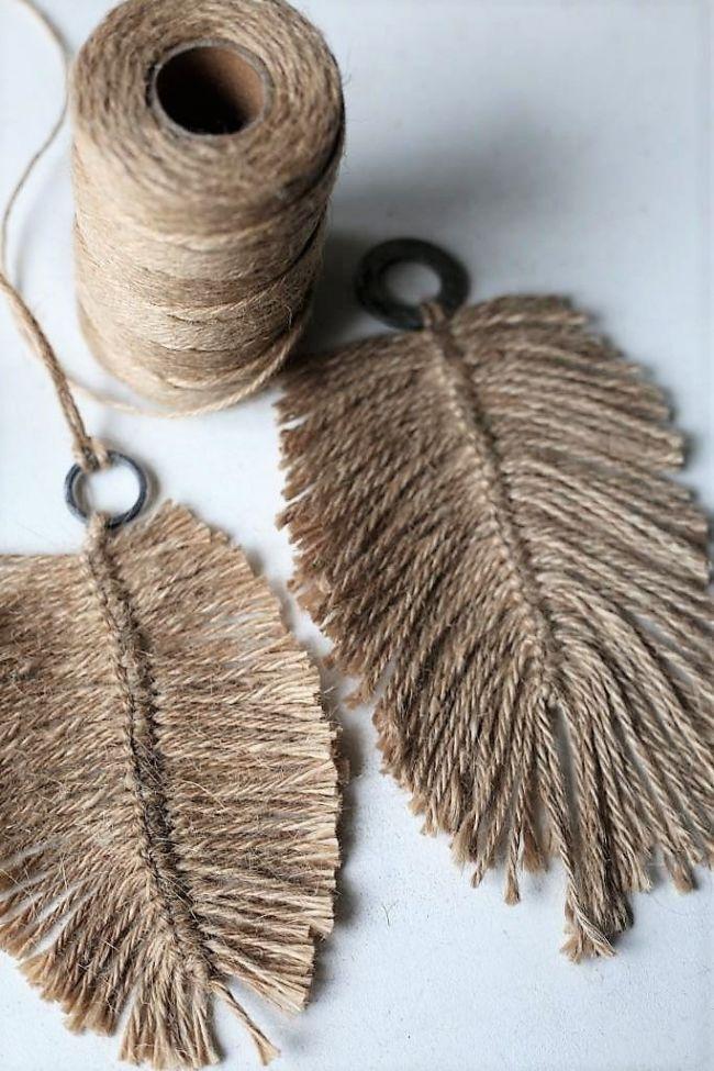 Diy Macramee Federn Aus Jute Garn Mehr Dazu Im Blog Elsass Elsass Federn Macramee Diy Jewelry Pinterest Macrame Diy And Crochet Macrame Diy Crafts Yarn