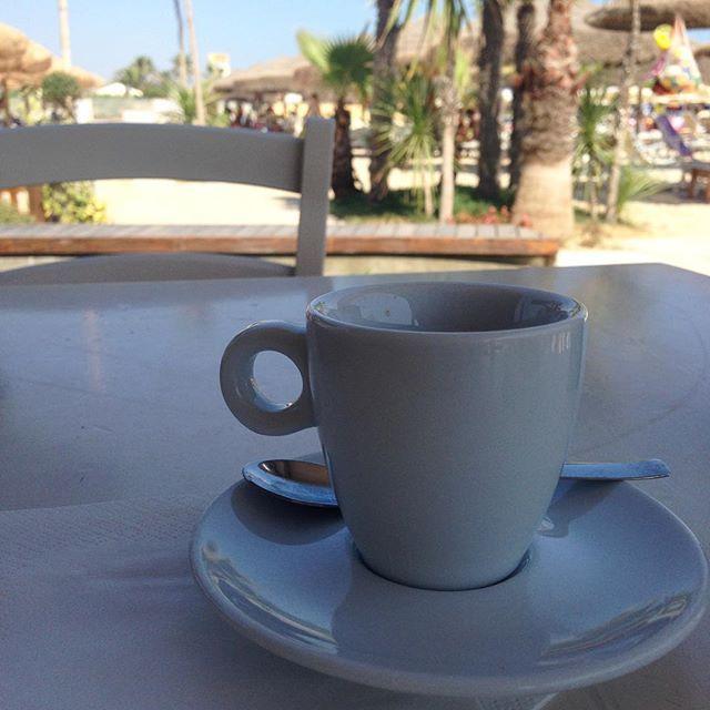 My perfect day ☀️ ✅ colazione al mare -> fatta! #unestatealmare #instapic #instalike #instagood #coffee #caffè #beachtime