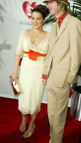 {*Lisa Marie Presley with husband Michael Lockwood a Lisa-Marie-Presley Photo*}