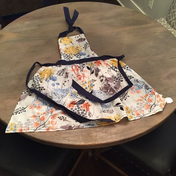 NWT Anthropologie Apron NWT Anthropologie Apron. Brand new, never worn. Would be great to give as a gift! Anthropologie Other